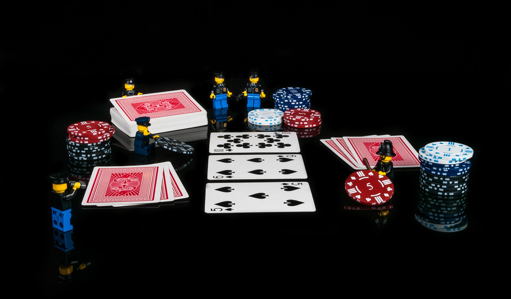 Advantages of Playing Online Poker